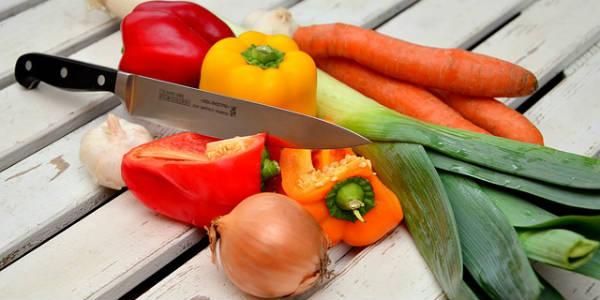 5 porcií ovocia či zeleniny denne je odporúčaných WHO